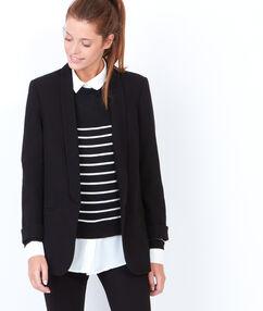 Veste tailleur à col châle noir.