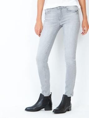 Jean slim gris clair.