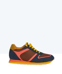 Sneakers multicolores bleu / jaune / rose.
