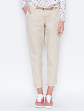 Pantalon carotte ceinturé beige.