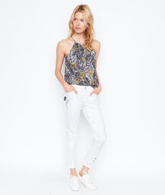 Embroidered slim pant white.