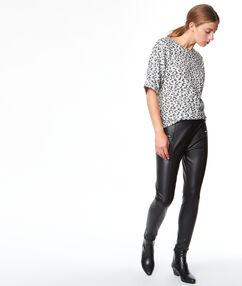 Pantalon effet cuir noir.