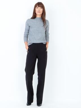 Pantalon large, détails boutons noir.