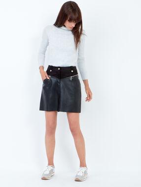 Skirt black.