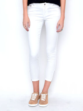 Cropped pants white.