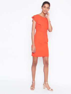 Robe structurée sans manches orange.