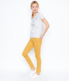 Pantalon slim curry.