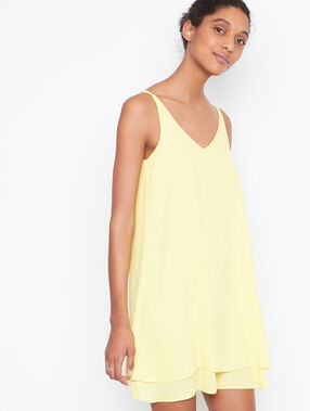 Flowing dress yellow.