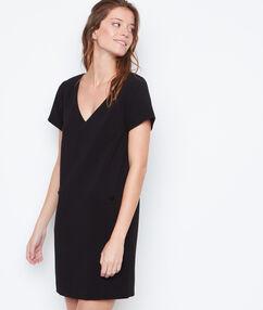 Vestido escote en v negro.