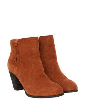 Heeled boots in split leather camel.