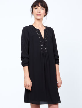 Loose dress, pearls details black.