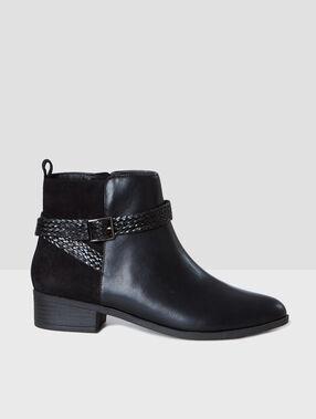 Stiefel schwarz.