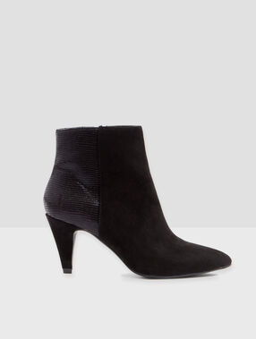 Mid heeled ankle boots black.