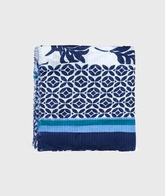 Foulard doux imprimé bleu.
