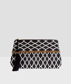 Pochette bicolore,détail pompon noir.