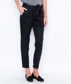 Pantalon carotte fluide noir.
