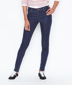 Pantalón vaquero estrecho azul.