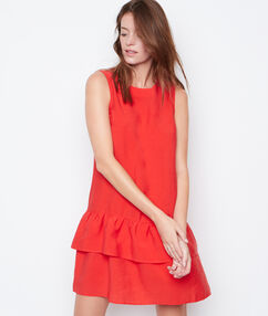Robe sans manches à volants rouge.