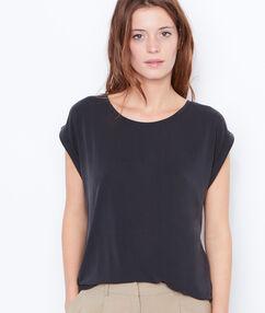 T-shirt col rond à manches courtes noir.