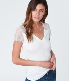 V neck short sleeves with lace off-white.
