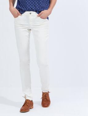 Jean skinny blanc cassé.