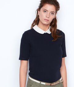 Camiseta manga corta cuello camisero azul marino.
