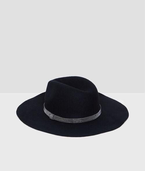 Chapeau en laine détail en argent