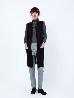 Gilet long en tricot sans manches noir.