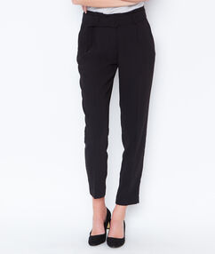 Carrot pants with belt black.