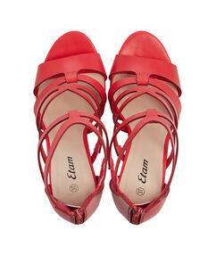 Sandales à talons rouge.