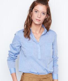 Chemise manches longues bleu.