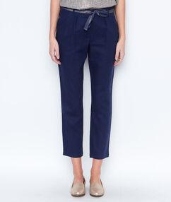 Pantalon en lin, ceinture brillante bleu marine.