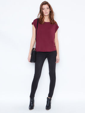 Round collar t-shirt plum.