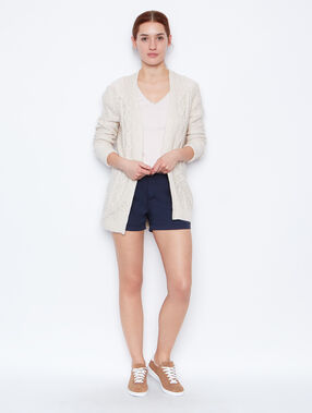 Gilet long en coton dentelle au dos blanc.