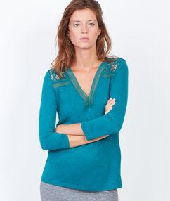 T-shirt col v à insert en guipure vert paon.