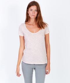 T-shirt manches courtes, détail liseré argenté rose pâle.