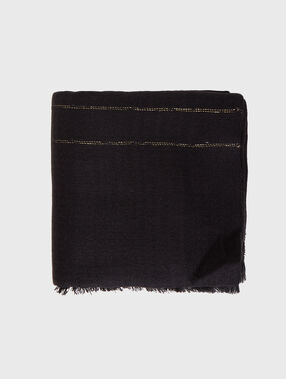 Knit scarf black.