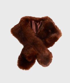 Écharpe en fausse fourrure camel.