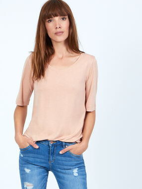 T-shirt rose poudre.