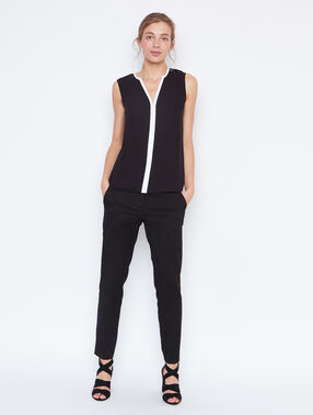 Sleeveless top black.