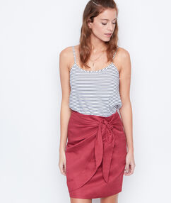 Falda de lino grosella.