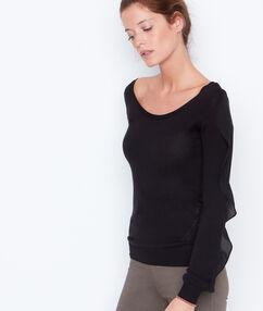Jersey manga larga con volante negro.