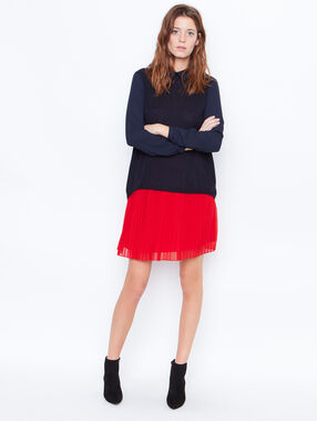 Pleated skirt red.