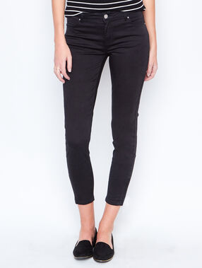 Cropped pants black.