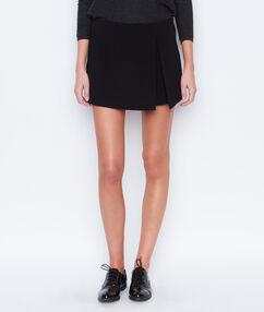 Jupe short fendue noir.
