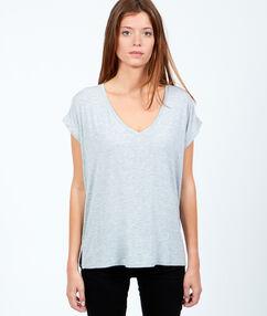T-shirt fluide col v gris perle.