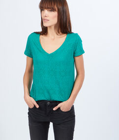 V-neck t-shirt green.