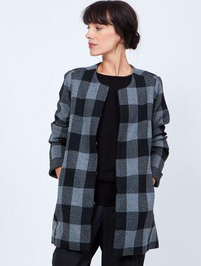 Veste en tricot à carreaux gris.