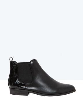 Bi-material boots black.