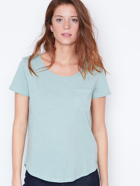 Round collar t-shirt green.